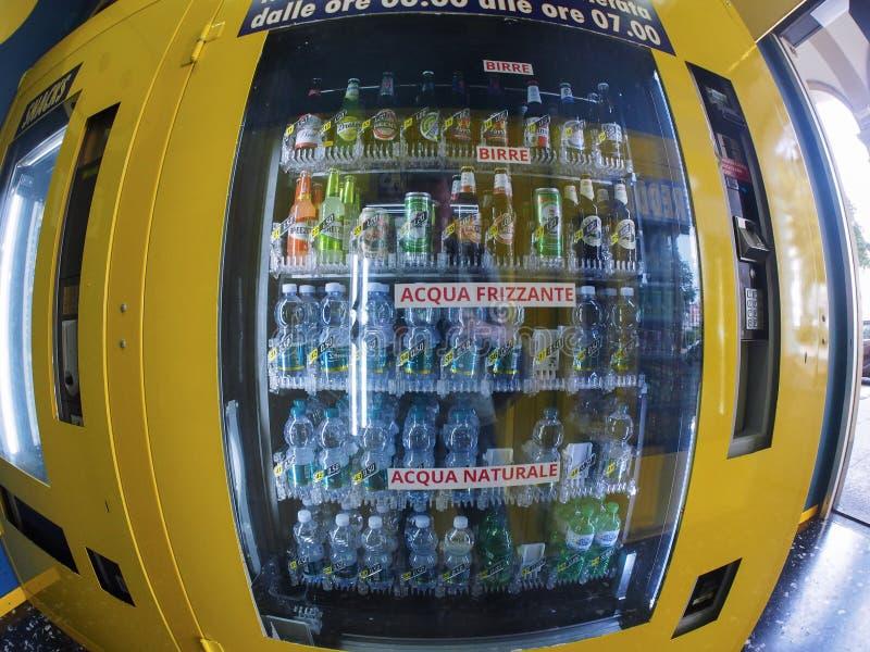 Distributeur automatique italien à Turin image libre de droits