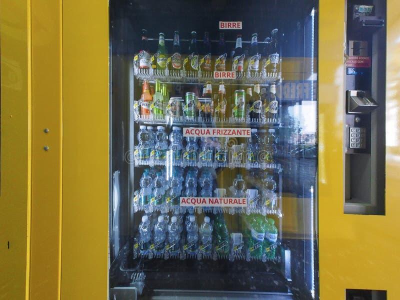 Distributeur automatique italien à Turin images stock