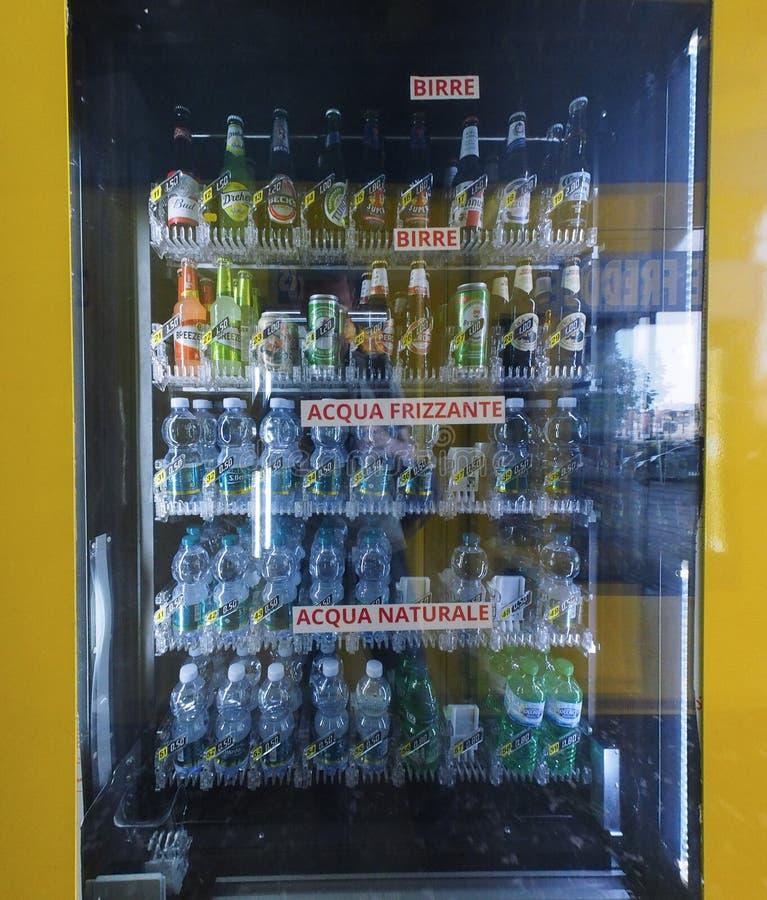 Distributeur automatique italien à Turin photo stock