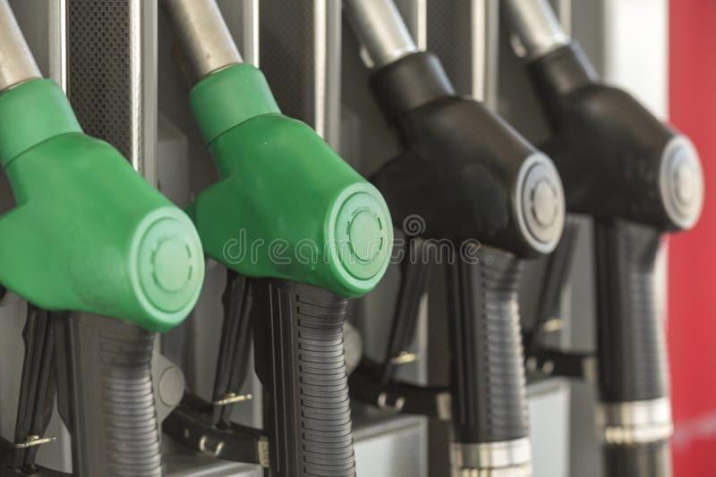 Distributeur d'essence et d'huile d'essence images stock