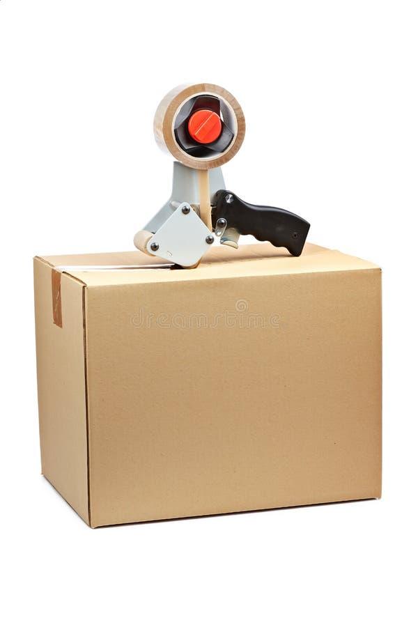 Distributeur de bande et carton d'expédition de empaquetage image libre de droits