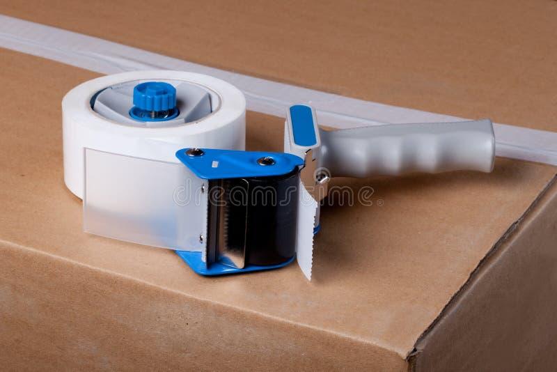 Distributeur de empaquetage d'arme à feu de bande images stock