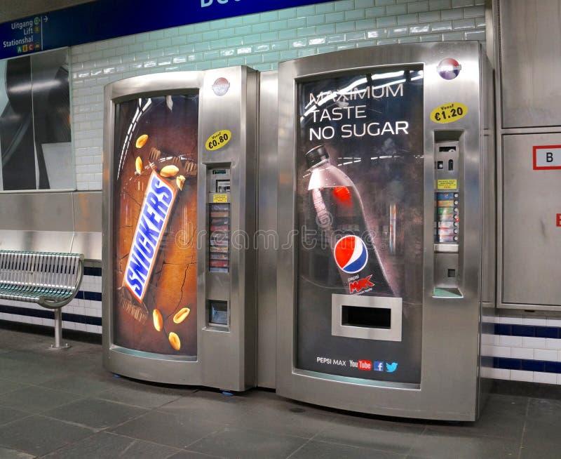 Distributeurs automatiques pour la soude et la sucrerie image stock