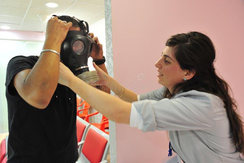 Distribution de masque de gaz en Israël images libres de droits