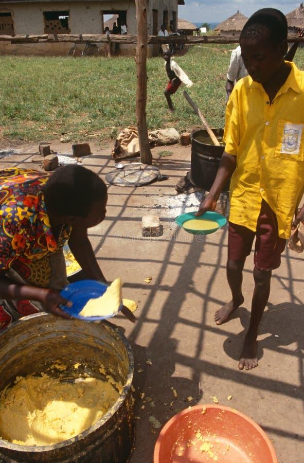 Distribution de produits alimentaires, Ouganda photos stock