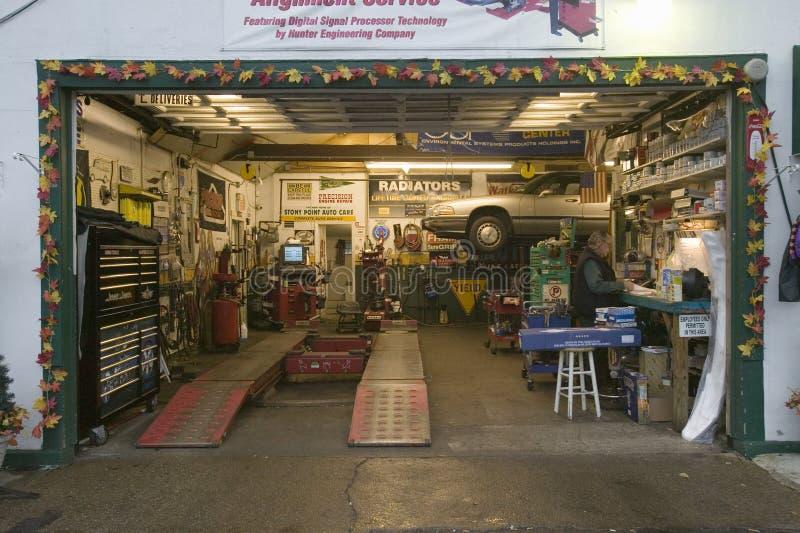 Distributore di benzina pietroso del garage del punto a nord di New York lungo Hudson River, New York fotografia stock libera da diritti