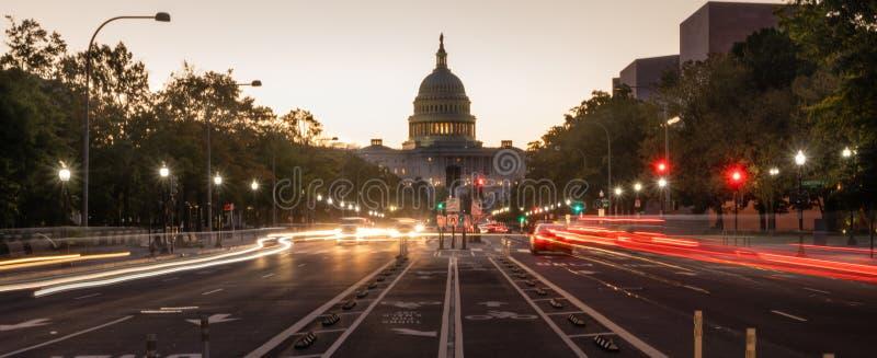 District de Columbia de Pennsylvania Avenue du trafic de début de la matinée photo stock