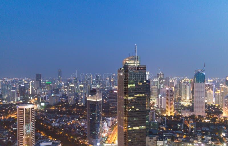District des affaires de Jakarta la nuit photographie stock