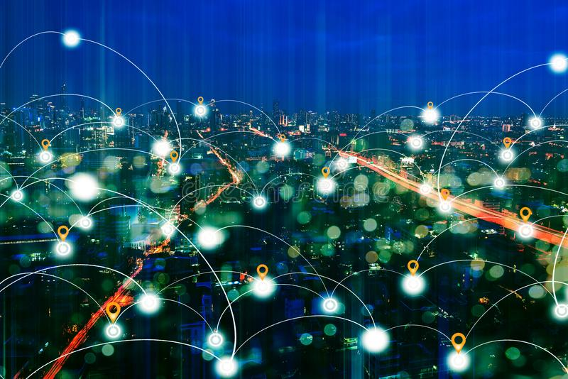 District des affaires la nuit avec la technologie de connexion réseau photographie stock libre de droits