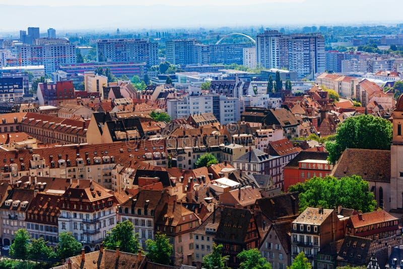 Districten van de binnenstad en de nieuwere van de mening van Straatsburg royalty-vrije stock afbeelding