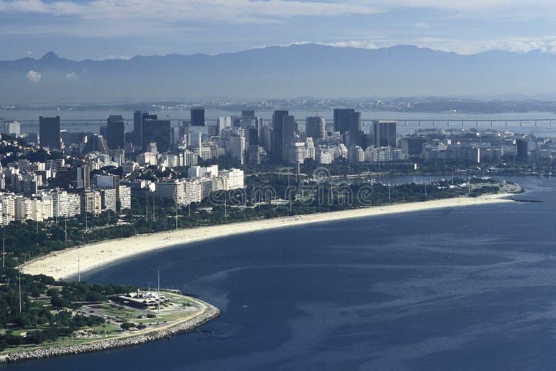Distrito central, playa y puente de Niteroi, Rio de Jane de Flamengo imagen de archivo libre de regalías