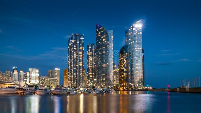 Distrito de Haeundae da opinião da skyline da cidade de Busan, Coreia do Sul foto de stock