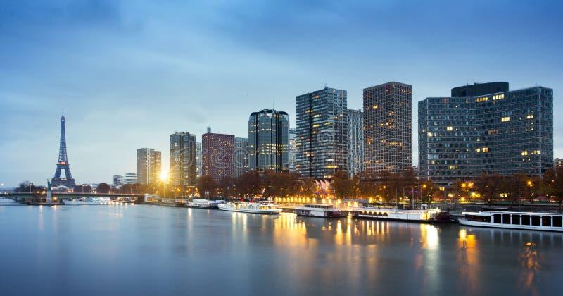Distrito de la torre Eiffel, de Beaugrenelle y río Sena en París, franco foto de archivo libre de regalías
