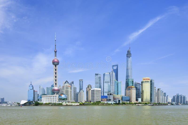 Distrito de Pudong visto del río Huangpu, Shangai, China imagen de archivo libre de regalías