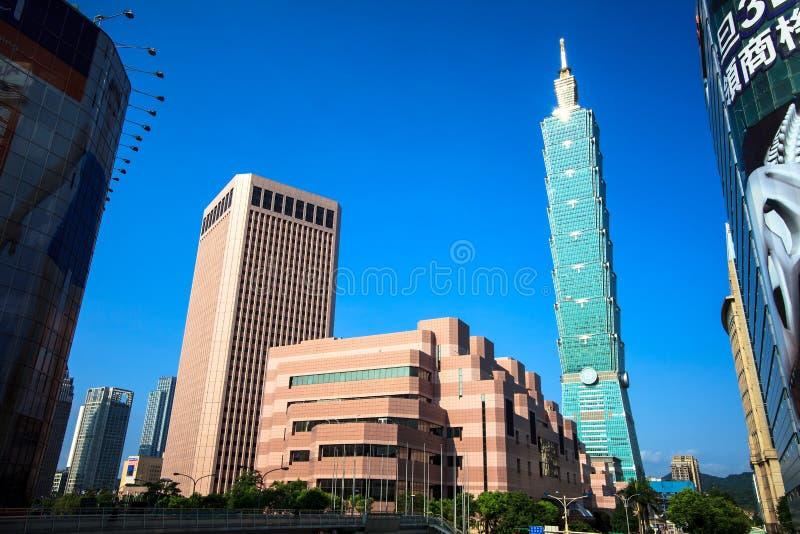 Distrito de Xinyi e arranha-céus de Taipei 101 fotografia de stock royalty free