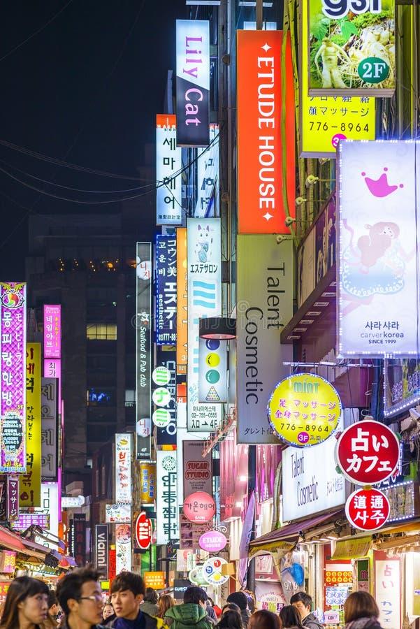 Distrito del entretenimiento de Seul, Corea fotos de archivo
