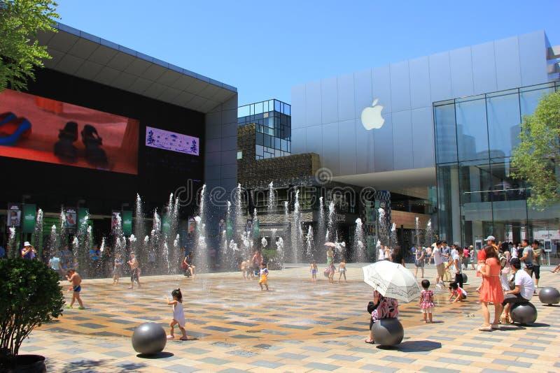 Distrito do anúncio publicitário de Sanlitun do Pequim fotografia de stock royalty free