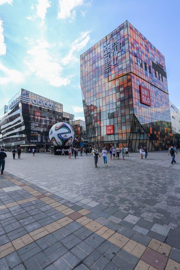 Distrito do anúncio publicitário de Sanlitun do Pequim foto de stock