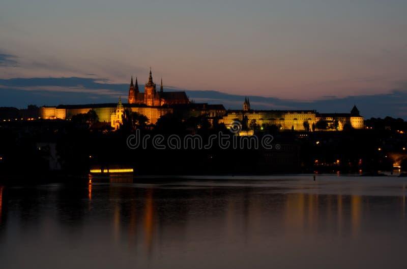 Download Distrito Do Castelo Em Praga Na Noite Foto de Stock - Imagem de skyline, cidade: 26507134