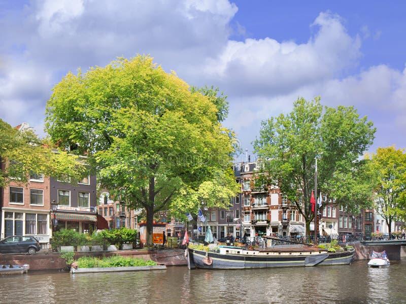 Distrito famoso de Jordaan en la correa del canal de Amsterdam, Países Bajos fotos de archivo libres de regalías