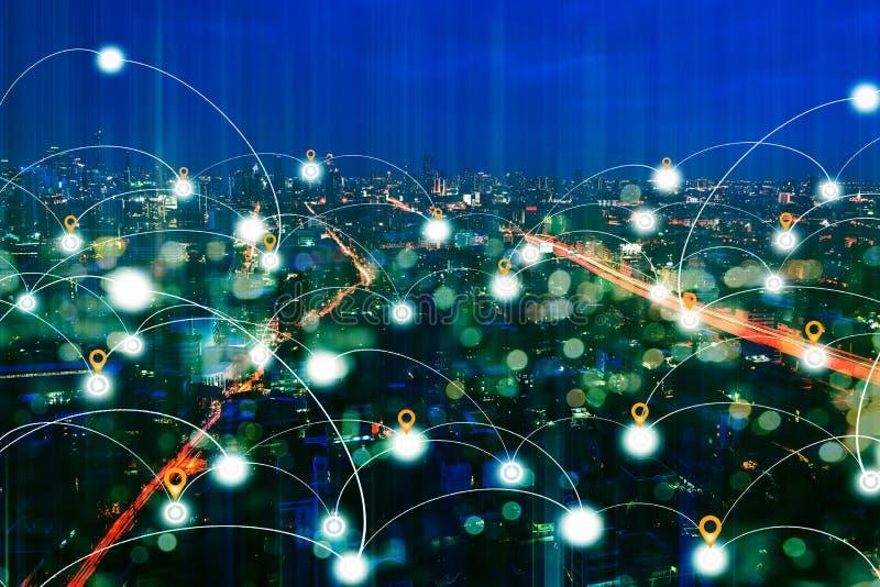 Distrito financeiro na noite com tecnologia da conexão de rede fotografia de stock royalty free