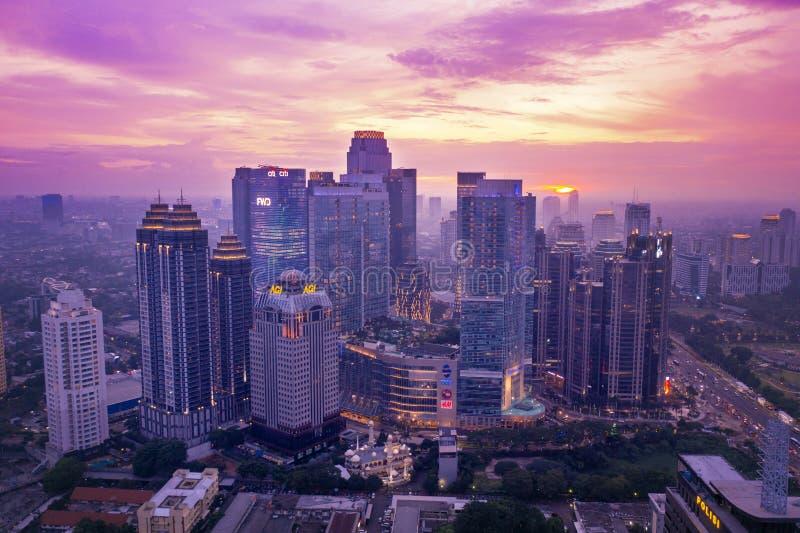 Distrito financiero central de Jakarta en el tiempo del amanecer fotografía de archivo