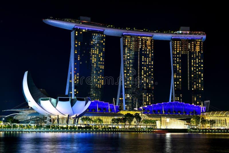 Distrito financiero central de Singapur en la noche foto de archivo