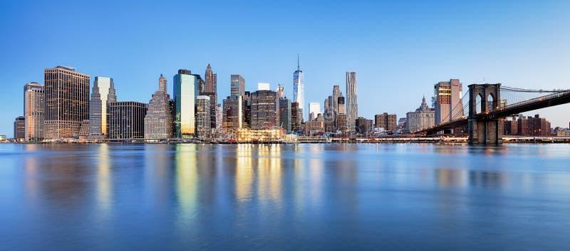 Distrito financiero de Nueva York y el Lower Manhattan en la opinión del amanecer imagen de archivo libre de regalías