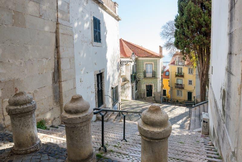 Distrito hermoso de Alfama en Lisboa, Portugal foto de archivo libre de regalías