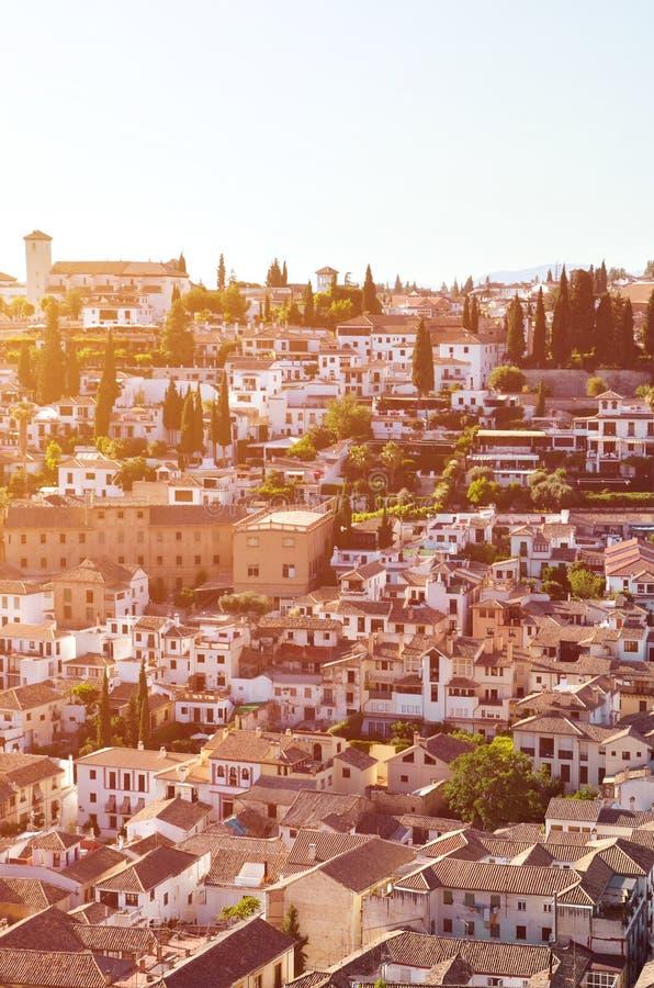 Distrito histórico Albaicin en Granada española capturada en una imagen vertical desde arriba La parte famosa de la ciudad se sab imágenes de archivo libres de regalías