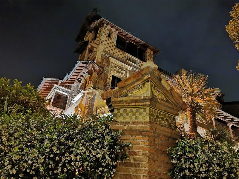 Distrito inusual del architechture del estilo de Coppede en los edificios de Roma en la libertad del art nouveau de la noche fotografía de archivo libre de regalías