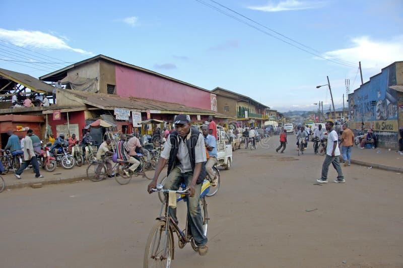 Distrito lateral biking del canal del hombre de Kampala foto de archivo libre de regalías