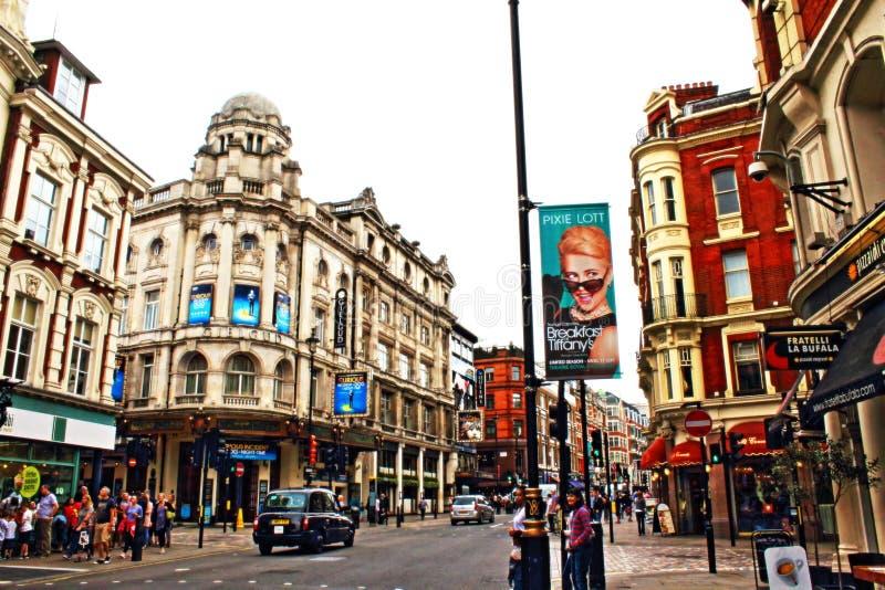 Distrito Londres Reino Unido de los teatros de la avenida de Shaftesbury foto de archivo libre de regalías
