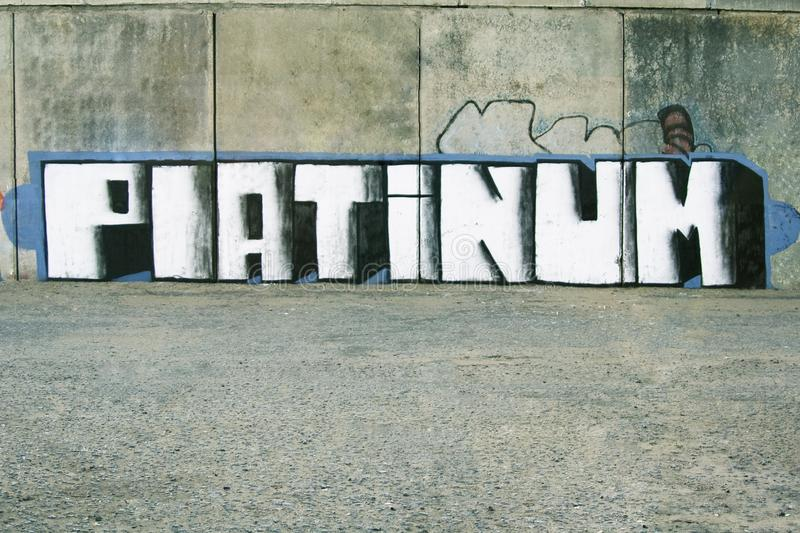 Distrito mau vandalism Graffity em uma parede imagens de stock