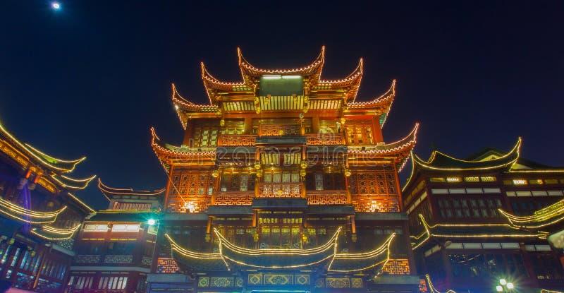 Distrito viejo en la noche, Shangai China de Yuyuan de la ciudad imágenes de archivo libres de regalías