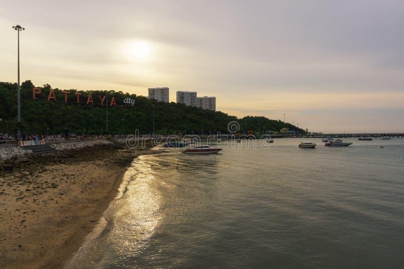 Dit is de kleurrijke mening op een vroege avond van de haven aan de Heuvel van Boedha stock foto's