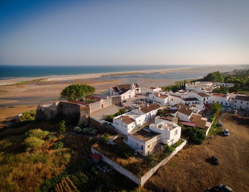 Dit is de nachtmening van de kleine stad genoemd Manta-Rota royalty-vrije stock foto