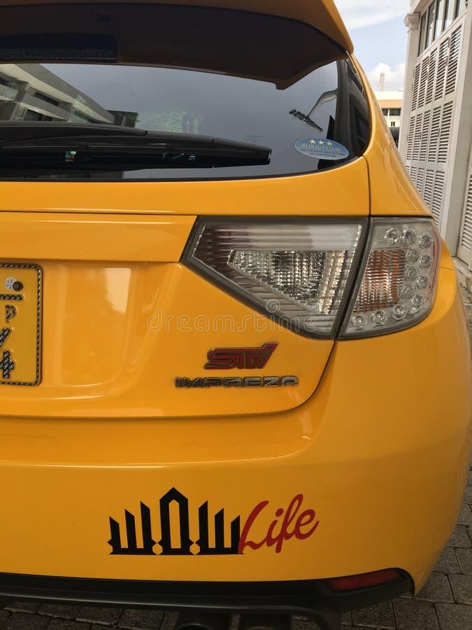 Dit is een Gele Subaru-STI auto stock fotografie