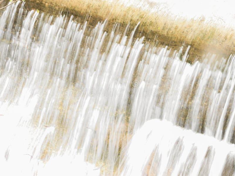 Dit is een Vallei in hoogtepunt het Noord- van Libanon van bergen, waterval en holen stock afbeelding