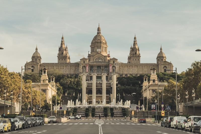 Dit is een vooraanzicht van het toeristenmnac Nationale Museum van Catalaans Art. royalty-vrije stock foto