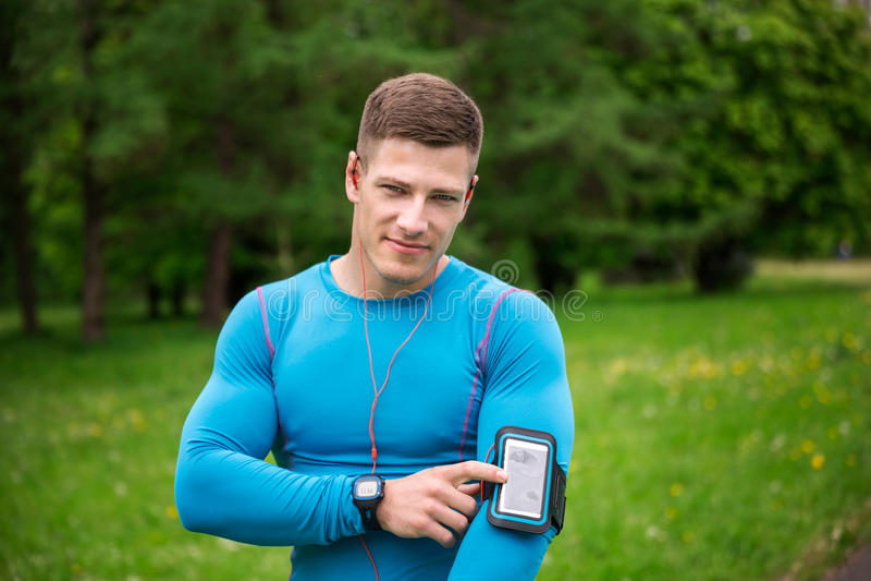 Dit gadget helpt me tijdens jogging royalty-vrije stock foto