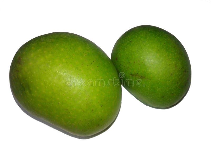 Dit is het beeld van groene ruwe mango met met witte achtergrond stock afbeeldingen