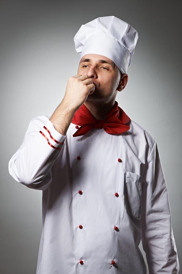 Dita bacianti del cuoco unico maschio fotografia stock libera da diritti
