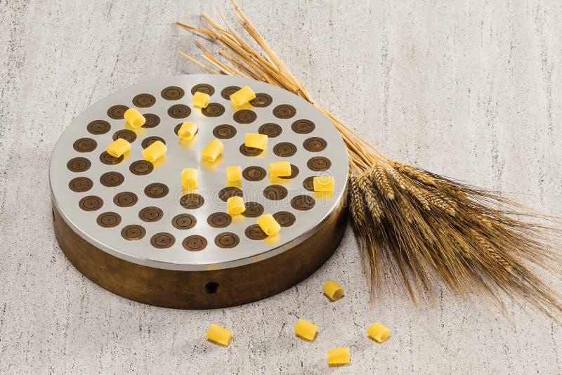 Ditali und Weizen verdrängen an lizenzfreie stockfotos