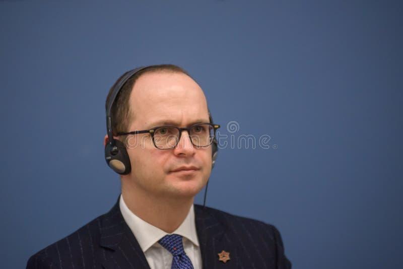 Ditmir Bushati, ministro de asuntos exteriores albanés imagen de archivo