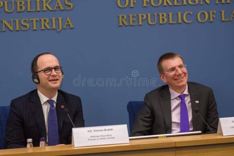 Ditmir Bushati och Edgars Rinkevics royaltyfria bilder