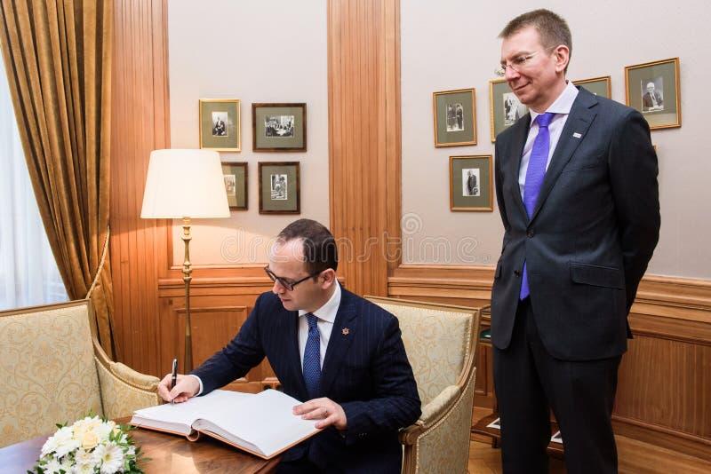 Ditmir Bushati och Edgars Rinkevics handshaking royaltyfria foton