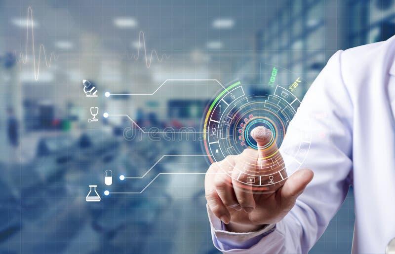 Dito indice e connessione di ricerca di medico per base di dati medica del picchiettio immagini stock libere da diritti