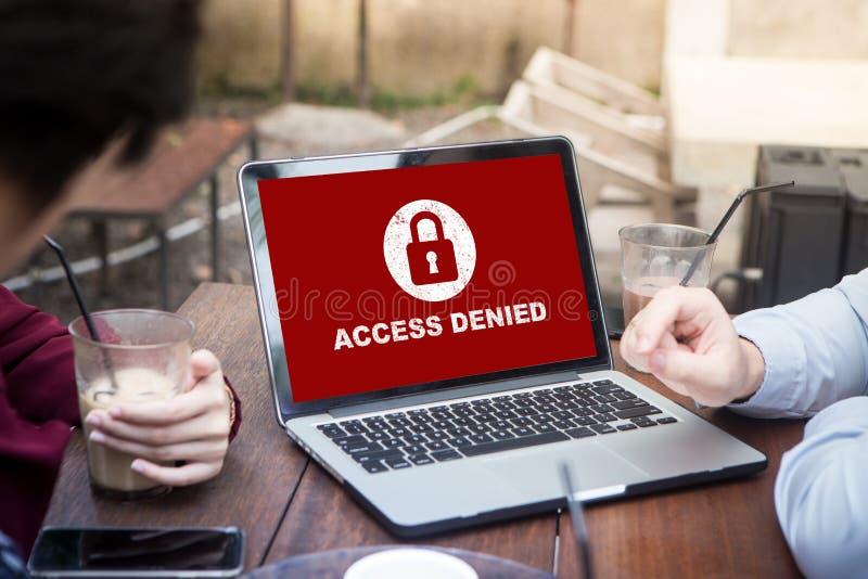Ditt tillträde förnekas på bärbar datorskärmbegreppet, skyddssäkerhetssystem arkivfoto