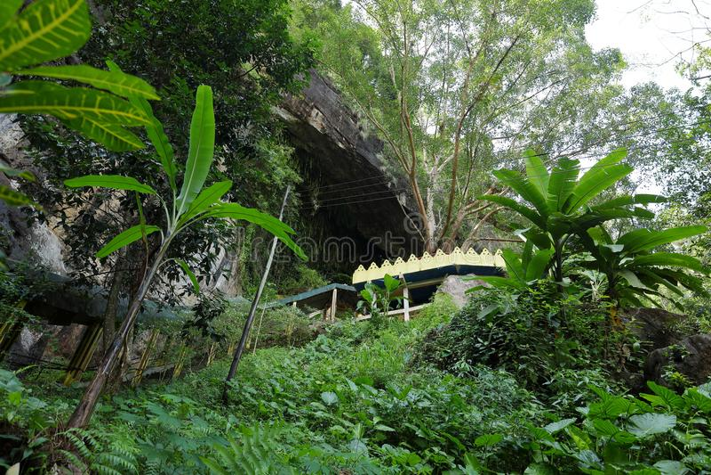Diva Guhawa Caves-Tempel bei Ratnapura in Sri Lanka lizenzfreies stockfoto